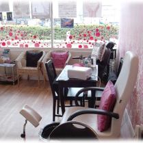 inside Pinkies salon